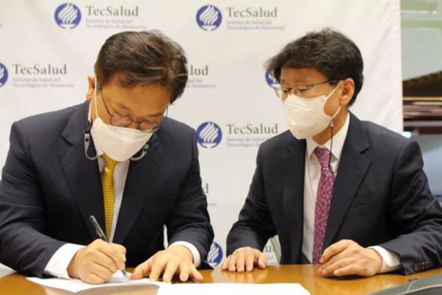 노보셀바이오와 멕시코 TecSalud 재단의 공동 임상 및 협력 계약 체결식