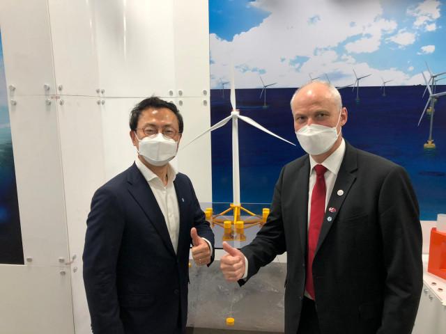 왼쪽부터 행사에 참석한 CIP/COP 한국법인 유태승 대표와 아이너 옌센 주한덴마크대사