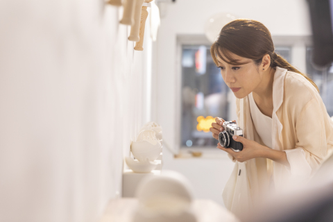'Arts in Hong Kong' 캠페인의 웹사이트에서는 팽수혜(Kearen Pang) 감독 등 홍콩 유명인들이 출연하는 대화형 마이크로필름을 상영한다