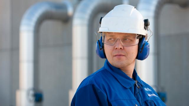케미라 직원들은 용수 산업 고객사를 지원하기 위해 현장에서 일한다