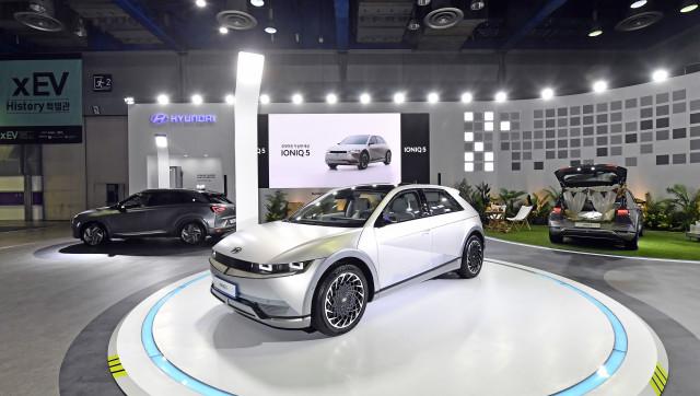 xEV 트렌드 코리아 2021에 전시된 현대자동차 아이오닉 5