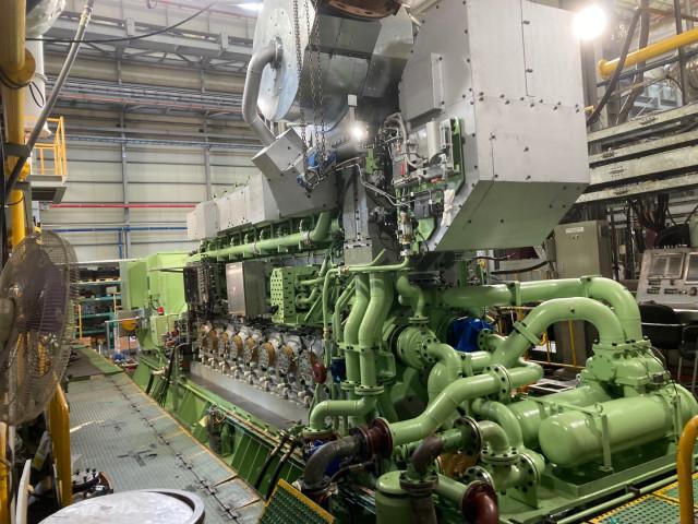 시운전하고 있는 L35·44DF 발전기 엔진