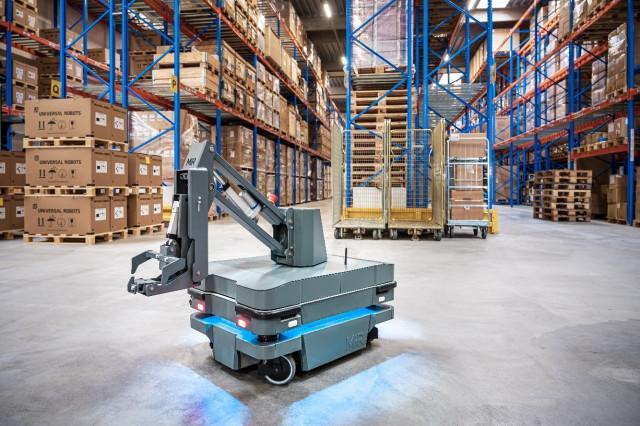 MiR가 출시한 새로운 자율 모바일 로봇 솔루션 MiR250 후크(Hook)