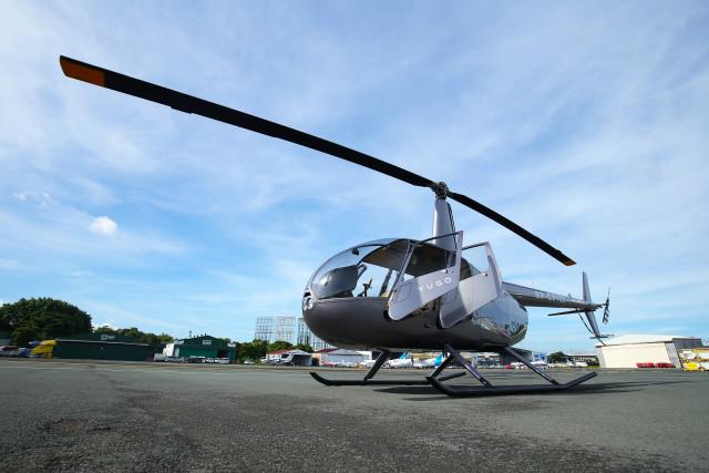 유고의 헬리콥터 전세기 로빈슨 R44는 단거리용 도심 항공 교통 수단이다