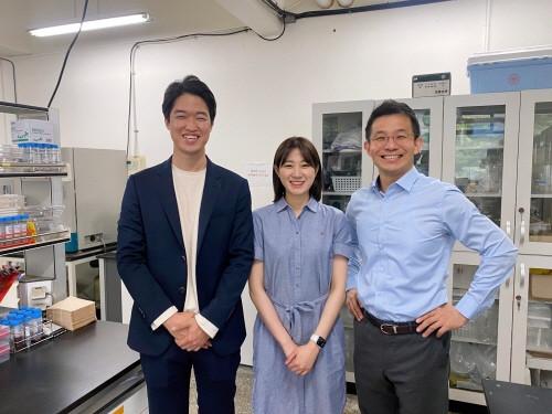 왼쪽부터 장준호 서울대학교 공과대학 재료공학부 연구원, 이규민 연구원, 남기태 교수
