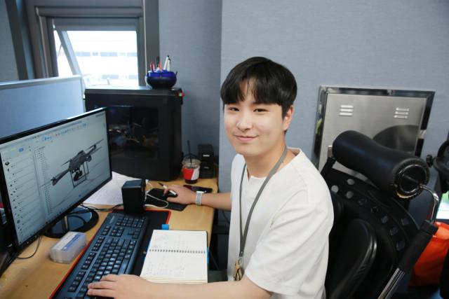 전라남도 지역주도형 청년일자리 사업 'DNA+US 프로젝트'에 참여 중인 날다에서 드론 설계 업무를 담당하는 권반석 씨