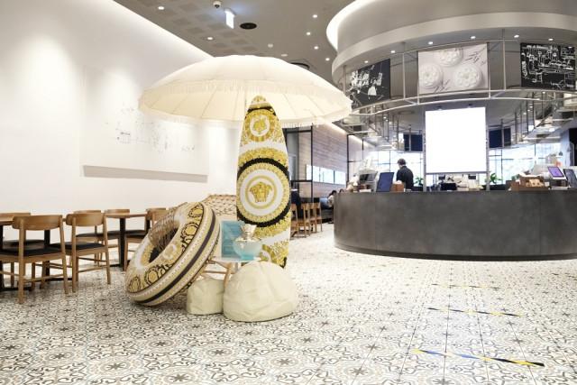 아티제 서울스퀘어점에서 팝업 매장을 운영하고 있다