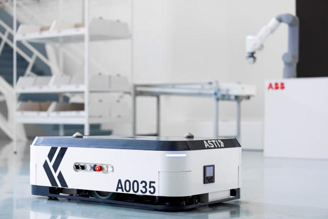 GTP(Goods-to-person) ASTI 에봇(EBOT)과 신규 론칭된 ABB GoFa 협동 로봇