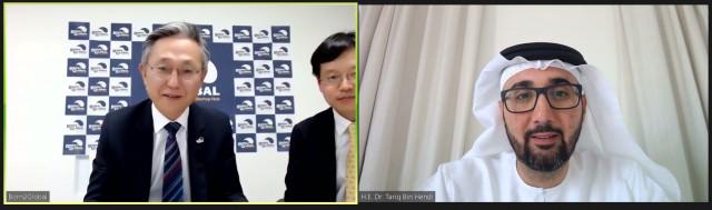 왼쪽부터 본투글로벌센터 김종갑 센터장, 장석진 글로벌사업협력팀장과 아부다비 투자진흥청 타리크 빈 헨디 사무총장이 비대면으로 진행된 MOU 체결식에서 이야기를 나누고 있다