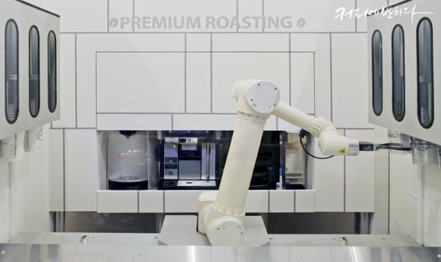 에피소드 마르코에 도입된 제우스 6축 다관절 로봇