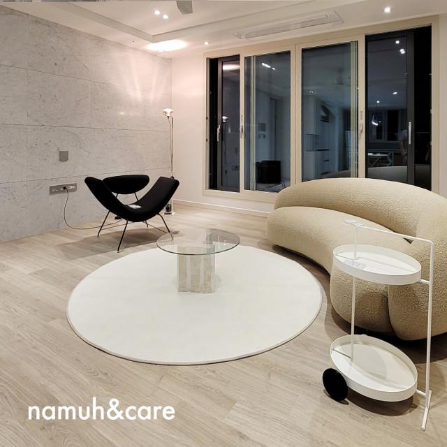 디에치 자이 개포 콘셉트 하우스에서는 이탈리아 하이엔드 가구 브랜드 타키니(TACCHINI)의 Julep sofa, Reversivel chair를 만날 수 있다