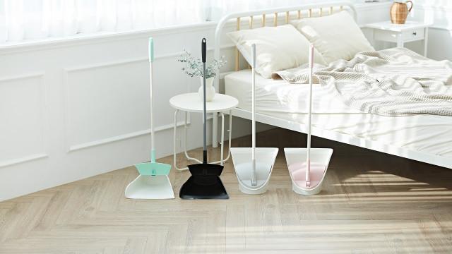 CURELIFE's broom with dustpan set BROOMBI has been launched on Kickstarter.